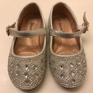 ✨silver toddler shoes ✨